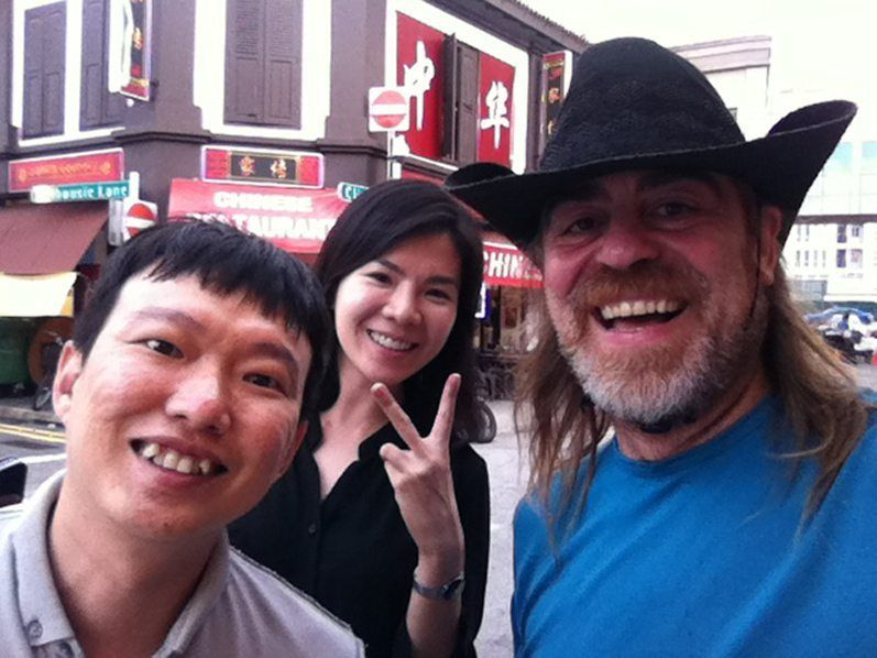 Jeffrey con su mujer y conmigo en Little India en Sigapur