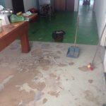 Arreglando el suelo de la cocina