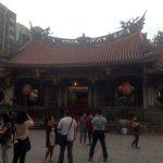 En el interior del templo Longshan