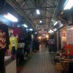 La calle del mercado diurno, detrás del hostel