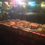 Puesto callejero en el mercado Guanzhou