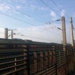 Tren cruzando por las nuevas vías