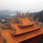 Otro templo de Jiufen y el mar al fondo