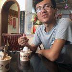 Michael disfrutando de su helado