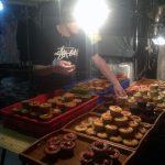 Pastas dulces en un puesto callejero