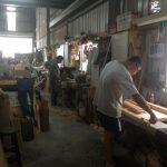 Trabajando en el taller de madera