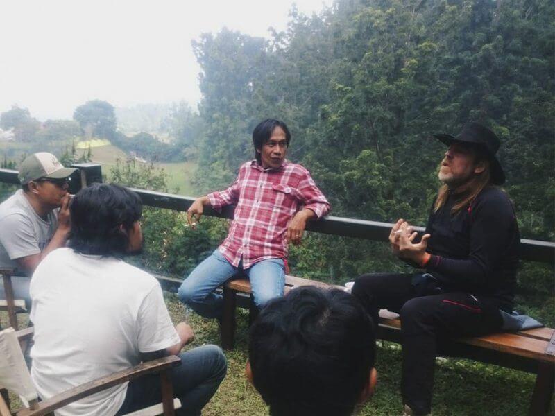 Reunión hablando de mi experiencia en mi festival para ayudar en el suyo.